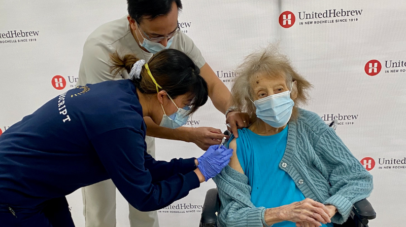 106-year-old receives COVID-19 vaccine